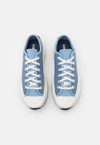 Converse - RUN STAR HIKE PLATFORM CROCHET TWIST UNISEX - Sneakers basse - midnight navy/egret/sea salt blue - 3