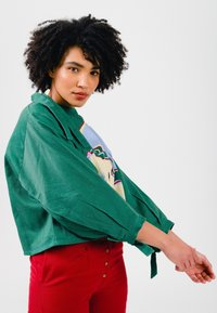 Solai - ABSTRACT FACES  - Light jacket - evergreen - 6
