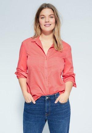 BAUMWOLLHEMD MIT KNÖPFEN - Button-down blouse - korallrot