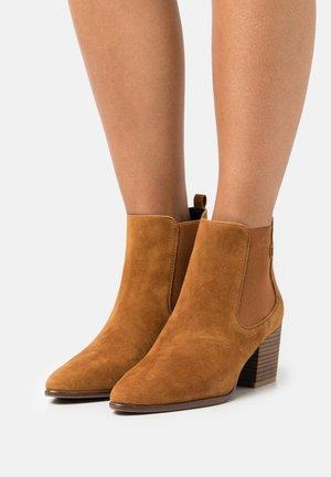 CAPLE BOOTIE - Boots à talons - toffee