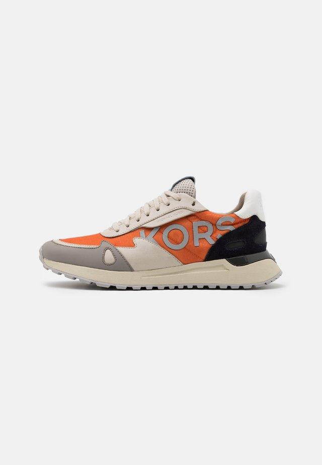 MILES - Sneakers laag - tangerine