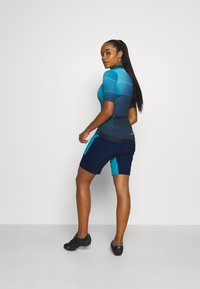 CMP - WOMAN FREE BIKE BERMUDA WITH INNER UNDERWEAR - Krótkie spodenki sportowe - ibiza - 2
