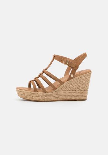 CRESSIDA - Platform sandals - chestnut