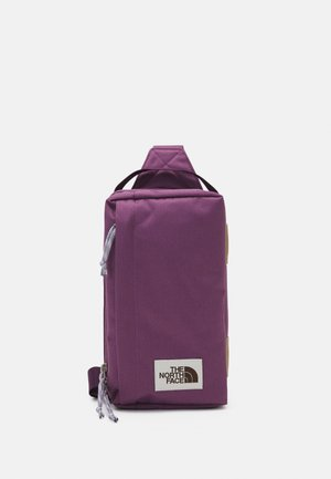 FIELD BAG - Taška spříčným popruhem - pikes purple/blackberry wine/minimal grey