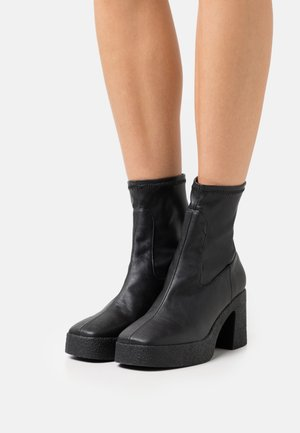 SORRY NOT SORRY BOOT - Stivaletti con plateau - black