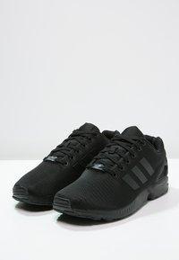 adidas Originals - ZX FLUX - Trainers - schwarz - 2