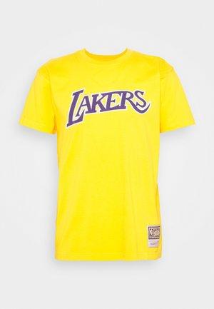 NBA LA LAKERS WORN LOGO WORDMARK TEE - Club wear - yellow