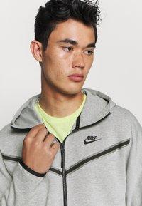Nike Sportswear - Felpa con zip - dk grey heather/black - 3