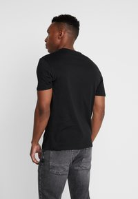 Pier One - 3 PACK - T-shirt - bas - black - 2