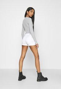 ONLY - ONLROYAL LIFE - Short en jean - white - 2