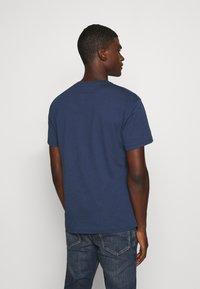 Tommy Jeans - PIECED BAND LOGO TEE - T-shirt z nadrukiem - twilight navy - 2