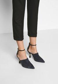 MAX&Co. - MONOPOLI - Spodnie materiałowe - black - 3