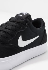Nike SB - CHRON SLR - Trainers - black/white - 5
