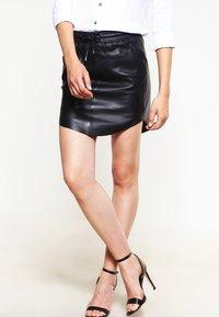 Second Female - PRIL - Jupe en cuir - black - 0