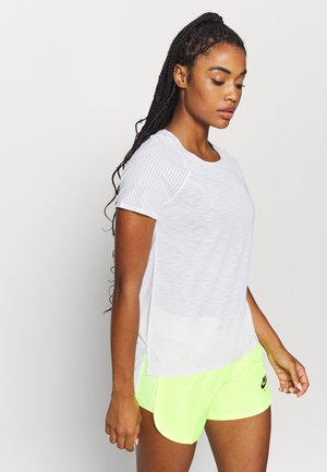 BREEZE RUNNING - Basic T-shirt - white