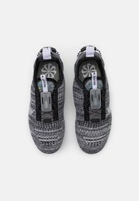 Nike Sportswear - AIR MAX VAPORMAX FK - Zapatillas - black/white/grey fog - 5