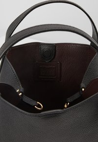 Coach - POLISHED PEBBLE HADLEY HOBO - Handbag - black - 4