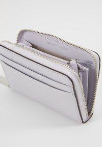MICHAEL Michael Kors - MOTTZA COIN CARD CASE - Wallet - lavender mist - 4
