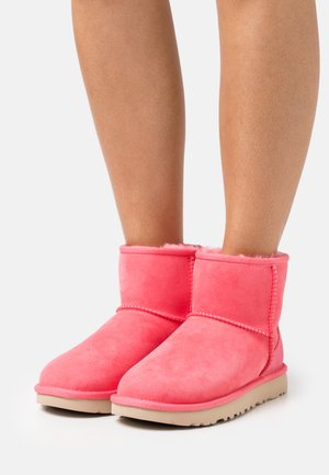 CLASSIC MINI II - Classic ankle boots - strawberry sorbet