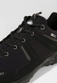 Mammut - ULTIMATE PRO LOW GTX  - Hiking shoes - black - 5