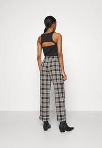 Fashion Union - VAMY TROUSER - Kalhoty - check - 2