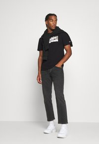 Tommy Jeans - LOGO TEE - T-shirts print - black - 1