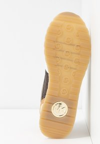 MICHAEL Michael Kors - BILLIE TRAINER - Sneakersy niskie - optic white/brown - 6
