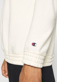 Champion - LEGACY HERITAGE TECH CREWNECK - Sweater - off-white/black - 5