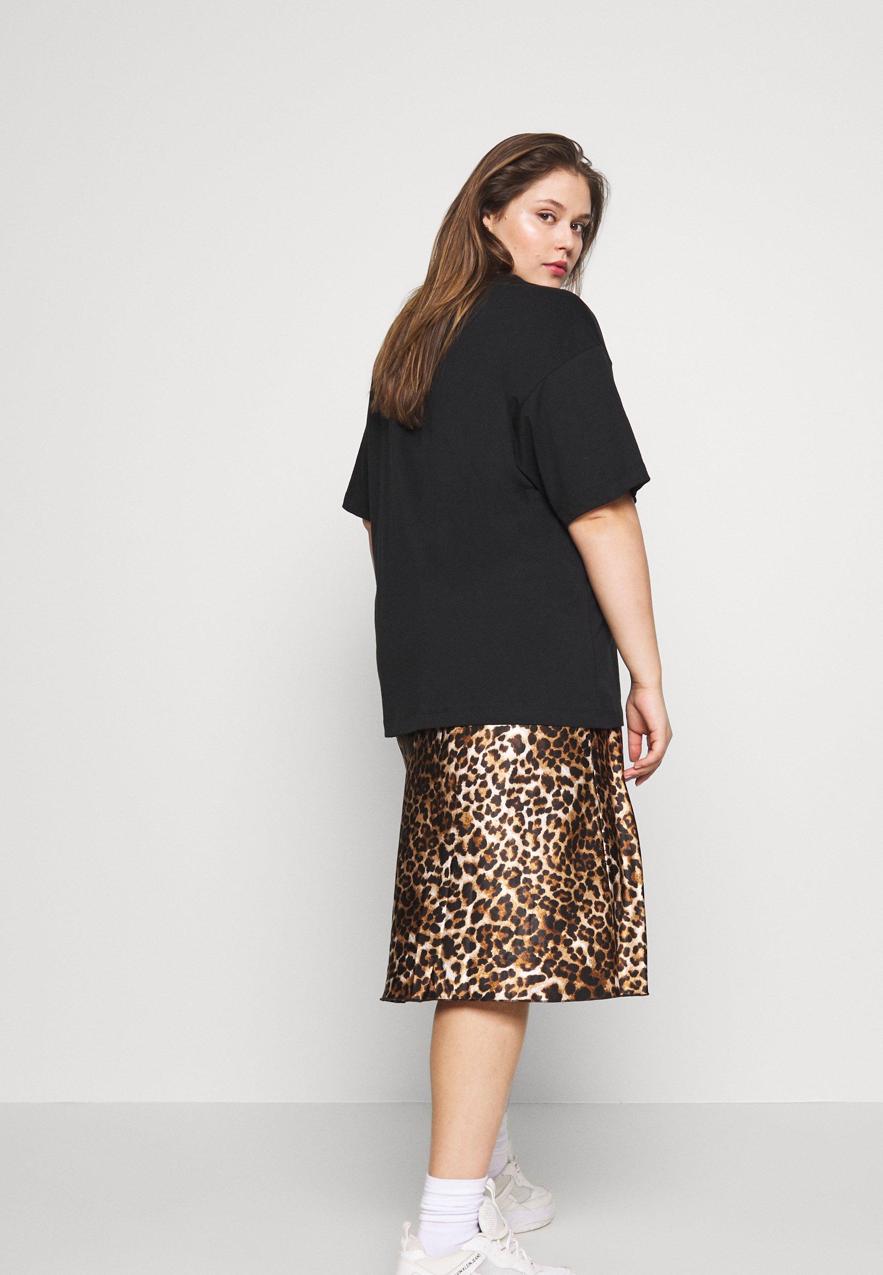 Nike Sportswear T-shirts - Black/white/svart