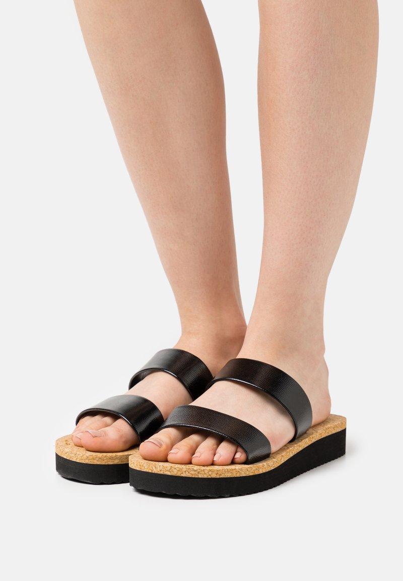 flip*flop - PLATEAU CORGI - Mules - black