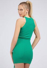 Guess - ALEXA TIE  - Shift dress - dunkelgrün - 2