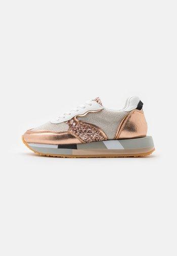 EVA GLITTER SIDE - Sneakersy niskie - natural