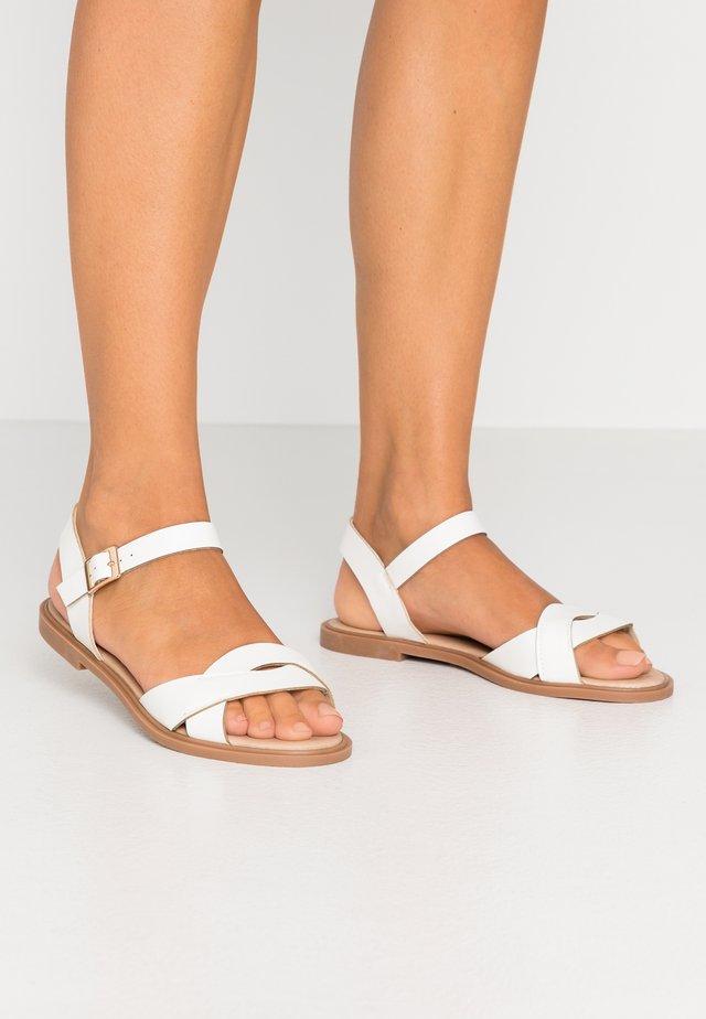 LILITH - Sandaalit nilkkaremmillä - white