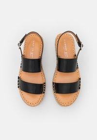 Madden Girl - BOARDWALK - Sandały na platformie - black paris - 5