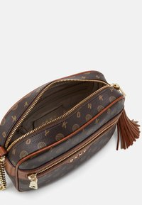 DKNY - POLLY HERITAGE LOGO - Across body bag - bark/caramel - 3
