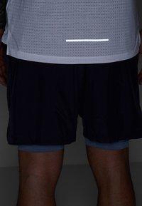 Nike Performance - RISE TANK ARTIST - Funktionströja - white/chrome yellow/reflective silver - 6