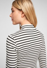 Q/S designed by - Long sleeved top - black stripes - 4