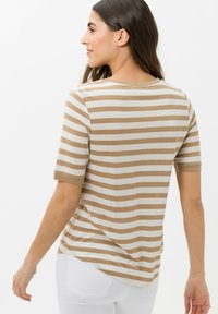 BRAX - STYLE COLETTE - Print T-shirt - sand - 2