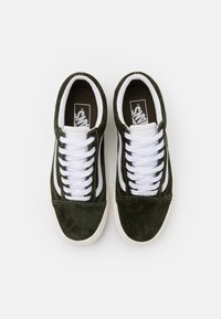 Vans - OLD SKOOL UNISEX - Zapatillas - grape leaf/snow white - 3
