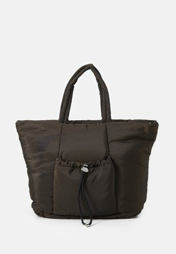 TOGGLE RUCHED TOTE