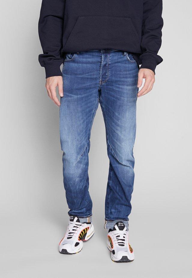 ARC 3D SLIM - Slim fit jeans - accel stretch - dk aged