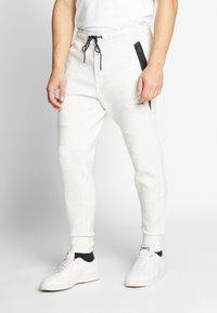 American Eagle - MANCHEGO TAPED PANT - Pantaloni sportivi - white - 0