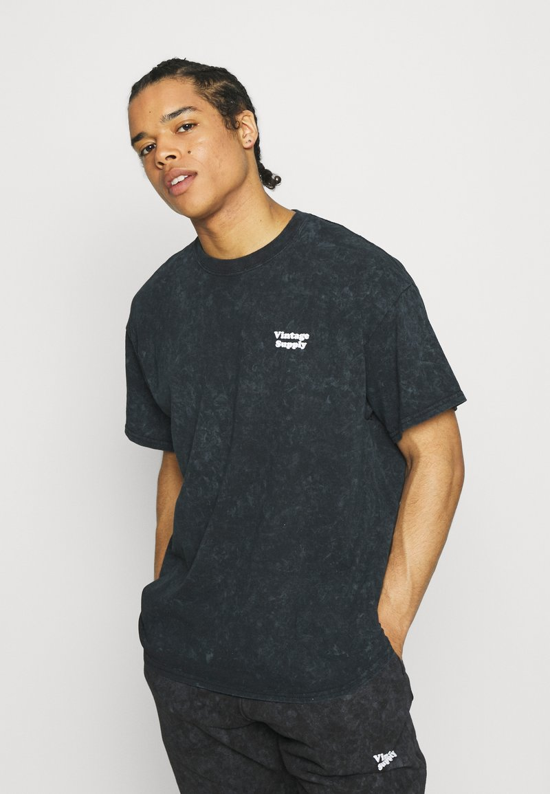 Vintage Supply - CORE OVERDYE - T-shirt z nadrukiem - black
