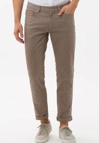 BRAX - STYLE CADIZ - Trousers - toffee - 0