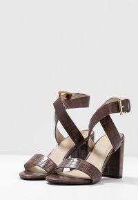 4th & Reckless - ADRIANNA - Sandales à talons hauts - brown - 4