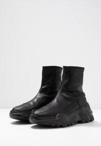 Versace Jeans Couture - LINEA FONDO SPEED - Høye joggesko - black - 4