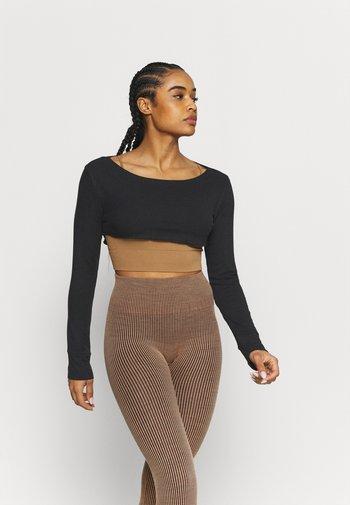 KEEP IT STEADY SHRUG - Long sleeved top - black