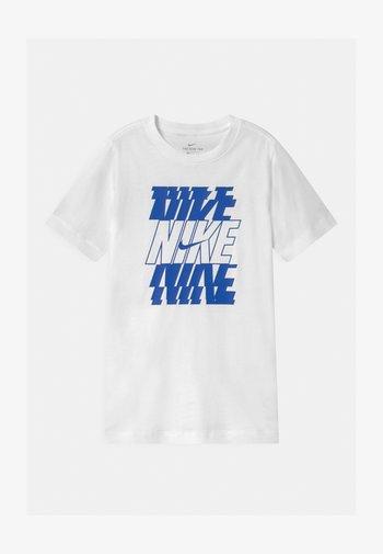 STACK  - Print T-shirt - white/game royal