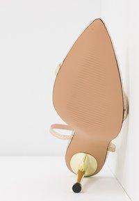 BEBO - AIVY - Sandaler med høye hæler - gold metallic - 6