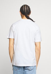 Nike Sportswear - M NSW SS TEE AIR 2 - Camiseta estampada - white/black - 2